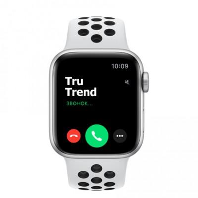 Apple Watch SE Nike+ GPS, 40mm, корпус из алюминия серебристого цвета, спортивный ремешок цвета «чистая платина/чёрный»
