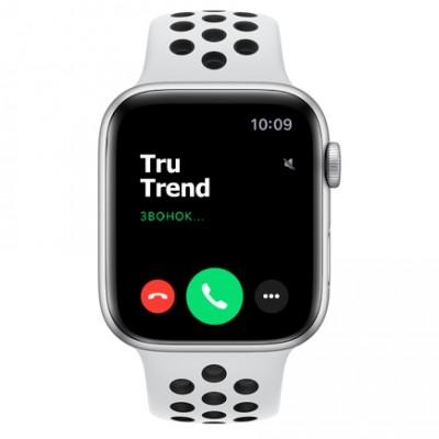 Apple Watch SE Nike+ GPS, 44mm, корпус из алюминия серебристого цвета, спортивный ремешок цвета «чистая платина/чёрный»